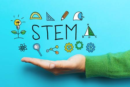 STEM concept met de hand op blauwe achtergrond