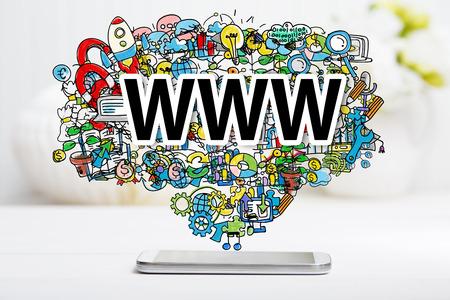 WWW concept met smartphone op witte lijst