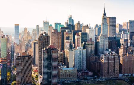 미드 타운 근처에있는 뉴욕시의 스카이 라인의 공중보기 스톡 콘텐츠