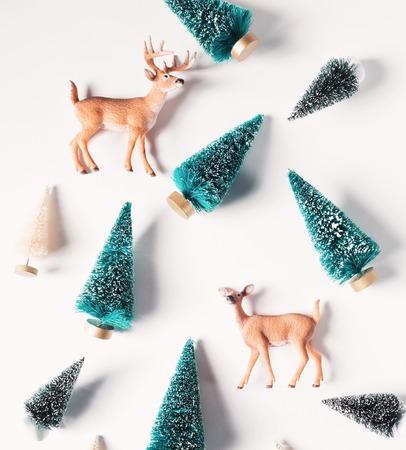 Kerstbomen en herten vanaf bovenaanzicht Stockfoto