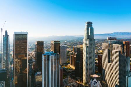 Luftaufnahme von einer Innenstadt von Los Angeles bei Sonnenuntergang