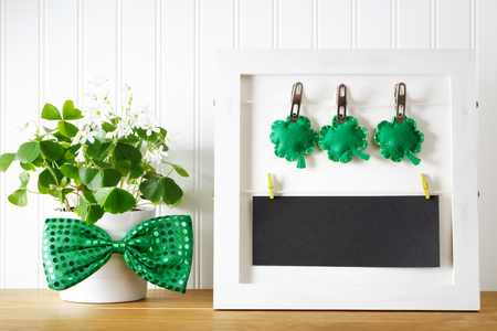 Saint Patricks Day message board with shamrock Stock Photo