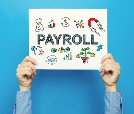 青色の背景に白いポスターの給与テキスト 写真素材