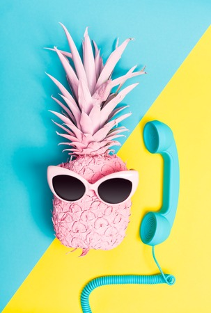Painted pineapple with sunglasses on a vibrant duotone background 스톡 콘텐츠