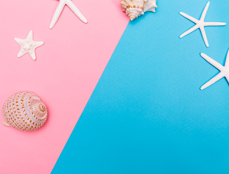 Thème des objets d'été et de plage sur un fond de duoton brillant Banque d'images - 79017262