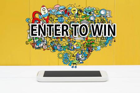 Tragen Sie ein, um Konzept mit Smartphone auf gelbem hölzernem Hintergrund zu gewinnen Standard-Bild - 79219943