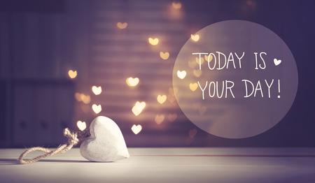 今日の心の白い中心とのあなたの日をメッセージ型ライト 写真素材