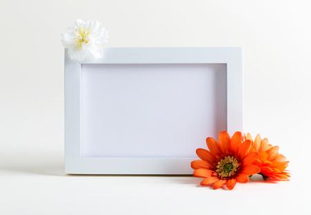 白地に花模様の空白額縁