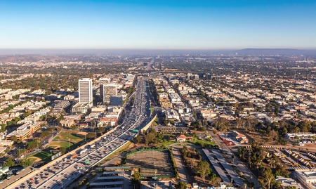 Aerial view of traffic on a highway in Los Angeles, CA Standard-Bild