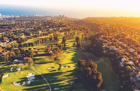 로스 앤젤레스, 캘리포니아에있는 골프 코스 컨트리 클럽의 공중보기
