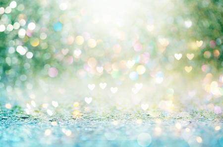 Mooie glanzende harten en abstracte lichtenachtergrond Stockfoto