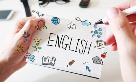 Angielski z rękami mężczyzny i białym notatnikiem Zdjęcie Seryjne