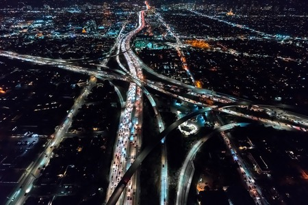 Aerial view of a massive highway in Los Angeles, CA at night Standard-Bild
