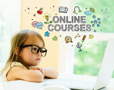Online Courses text with little girl using her laptop Standard-Bild