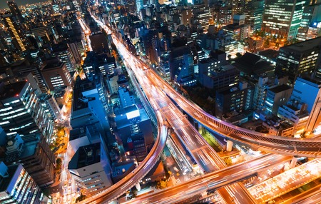 大阪の巨大幹線交差点の空中写真