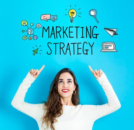 Marketing-Strategie mit der jungen Frau , die aufwärts erreicht und schaut Standard-Bild - 96533492