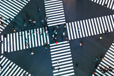 Aerial view of people crossing a big intersection in Ginza, Tokyo, Japan at night Banco de Imagens