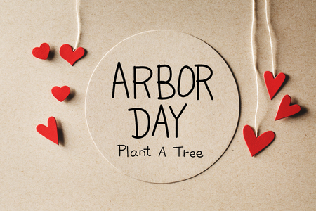 Arbor Day message with handmade small paper hearts Banque d'images