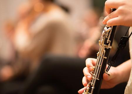 Hobo-speler die optreedt in een symfonieorkest