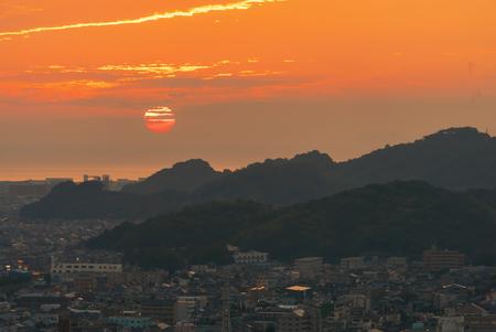 Sunset behind the Seto Sea in Matsuyama, Japan Archivio Fotografico - 100543662