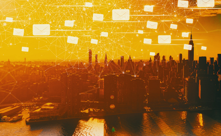 Emails with the Manhattan, NY skyline in sunset Stockfoto