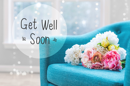 Get Well message with flower bouquets with turquoise chair Foto de archivo - 100907697