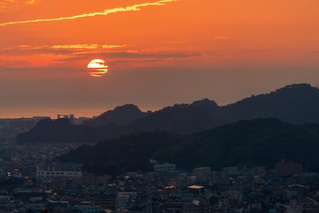 Sunset behind the Seto Sea in Matsuyama, Japan Archivio Fotografico - 101360568