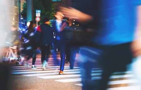MATSUYAMA, JAPAN - OCT, 24 2017: People cross an intersection in Matsuyama, Japan 新聞圖片