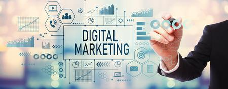 Marketing numérique avec homme d'affaires sur fond abstrait flou