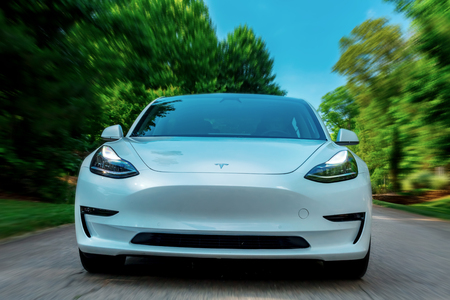 RALEIGH, NC - JUNE 10, 2018: An all electric Tesla Model 3 in Raleigh, NC. The Model 3 is set to be the Teslas first mass market electric vehicle. Stok Fotoğraf - 118178119