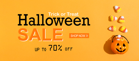 Halloween Sale message with pumpkin overhead view on a solid color Stock Photo - 109312940