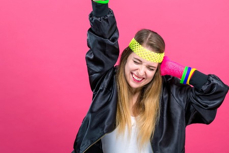 Woman in 1980s fashion theme on a pink background Stockfoto