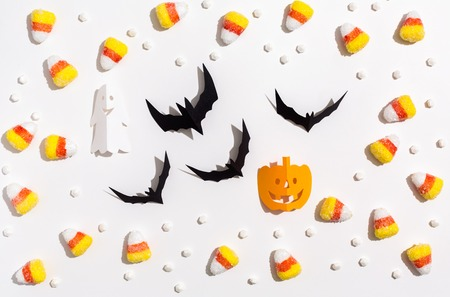 Halloween theme with paper craft decorations on a white background Banque d'images