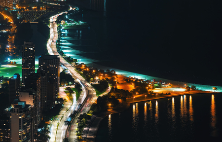 Chicago streets along Lake Michigan from above at night Archivio Fotografico - 109559391