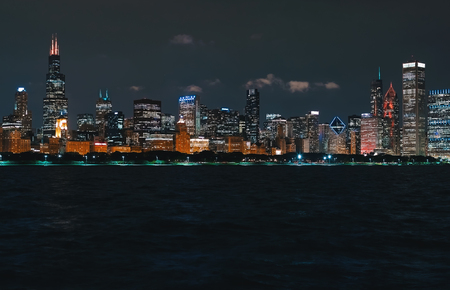 Downtown Chicago cityscape skyline at night with Lake Michigan in the foreground Фото со стока - 110289164