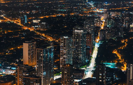 Chicago cityscape and streets at night aerial view Archivio Fotografico - 111595335