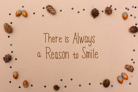 There is always a reason to smile message with autumn themed background border Banque d'images - 111828999