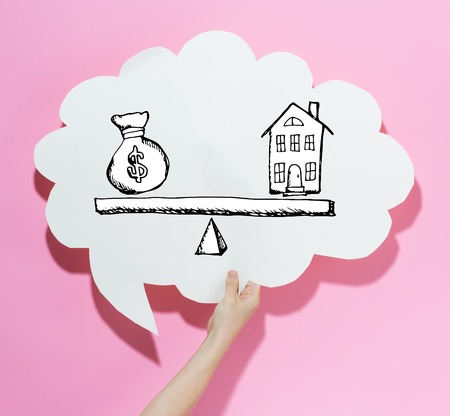 House and money on the scale with a speech bubble on a pink background 스톡 콘텐츠 - 116652411