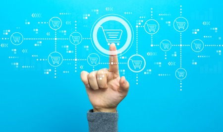 Online shopping theme with hand on a blue background Banque d'images - 116956623