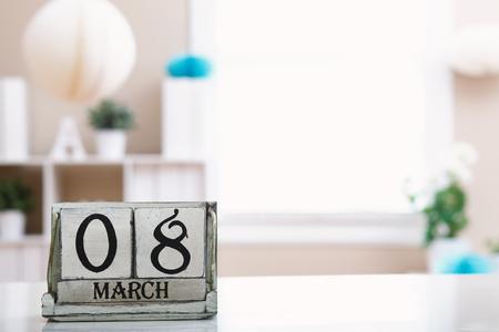 Día de la mujer 8 de marzo con calendario de bloques de madera