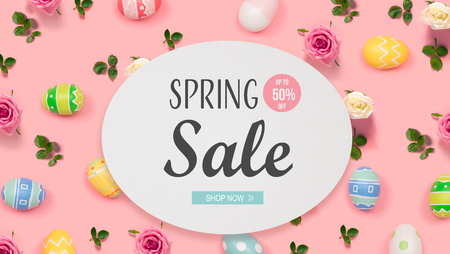 Spring sale message with Easter eggs on a pink background Banque d'images