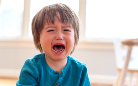 Upset crying and mad little toddler boy Stockfoto