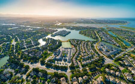 Vista aérea de casas residenciales de bienes raíces en Foster City, CA Foto de archivo