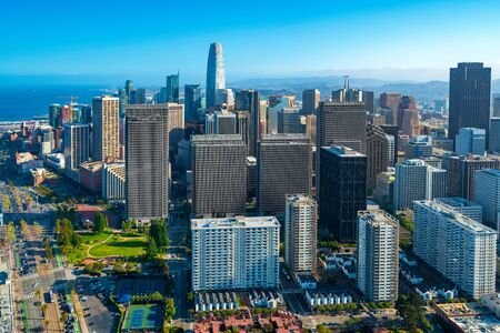Luftaufnahme der Wolkenkratzer in der Innenstadt von San Francisco Standard-Bild