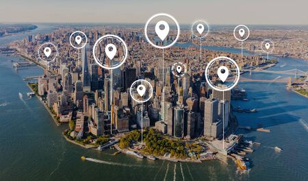 Map pins with aerial view of Manhattan, NY skyline Reklamní fotografie