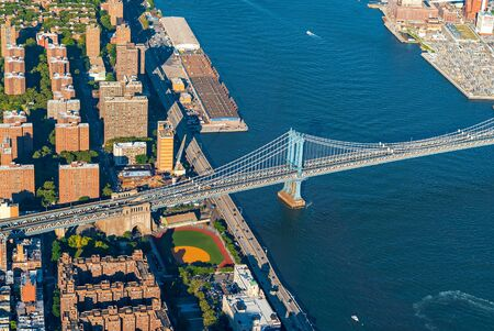Aerial view of the Manhattan Bridge over the East River in New York City 写真素材 - 129410860