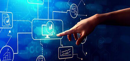 Thème de négociation d'actions avec la main en appuyant sur un bouton sur un écran technologique
