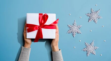 Person holding a Christmast gift box - overhead view flat lay Stok Fotoğraf