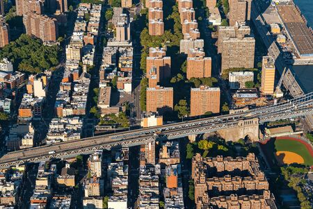 Aerial view of the Manhattan Bridge in New York City Фото со стока - 131363285