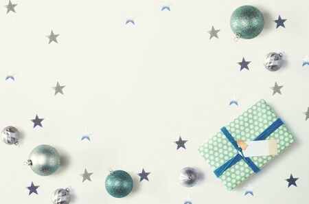 Christmas gift box with baubles - overhead view flat lay Фото со стока - 131363541